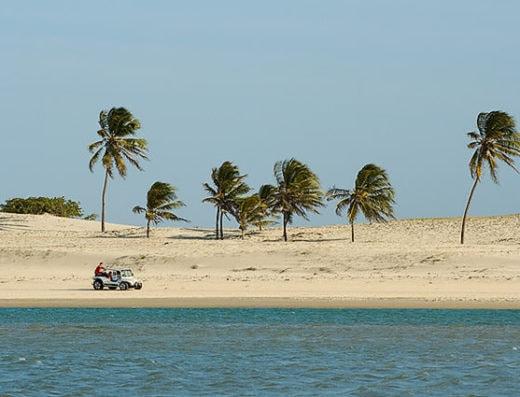 Passeio de Buggy na praia de Águas Belas
