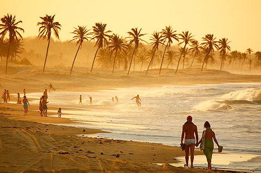 Caminhada na praia no fim de tarde em Cumbuco