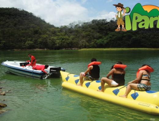Diversão no Banana boat no Ipark