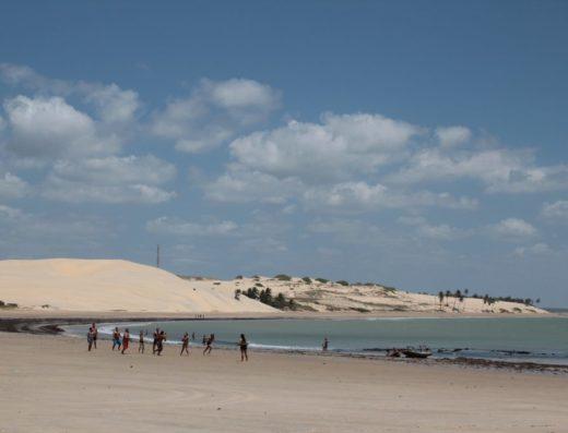 Dunas de Paracuru e o mar