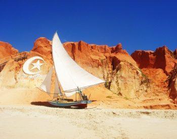 No passeio você conhece a jangada e o famoso símbolo de Canoa
